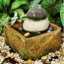Brunnen mit runden Steinen Bild 1