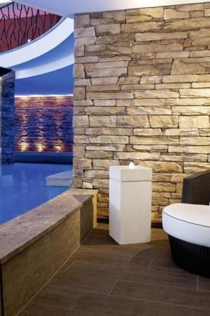 design wasserbrunnen quadrigo mit led beleuchtung test. Black Bedroom Furniture Sets. Home Design Ideas